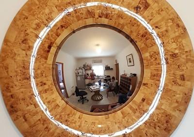 """מראה פנורמית מעץ מלא """"שורש מפה"""" עשוי מ100 חלקים בעבודת יד"""