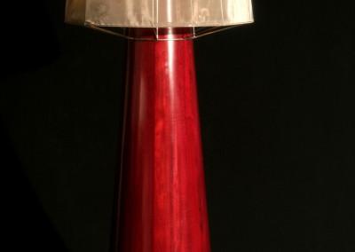 גוף תאורה מעץ מלא פדוק עשוי מ 32 חתיכות